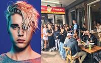 """""""Nechte mě aspoň sníst oběd!"""" zakřičel Justin na desítky dotěrných fanoušků. Zpěváku začíná docházet trpělivost"""