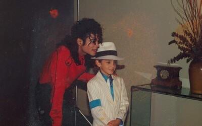 Nechutný dokument odhaľuje spôsoby, akými Michael Jackson údajne zneužíval deti. Nútil ich k análnemu aj orálnemu sexu