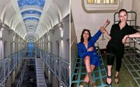 Nechutný luxus: influenceri prespávajú v bývalej väznici, dnes je z nej klasický hotel
