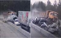 Nehoda ako z hororu: Nákladnému vozidlu na diaľnici zlyhali brzdy. Pri zrážke rozdrvil viacero áut, vodiči neprežili