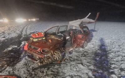 Nehoda na Rychnovsku: Tragickou srážku dvou aut nepřežila jedna osoba