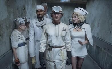 Neil Patrick Harris sa vracia ako zákerný gróf Olaf, ktorý ide aj v druhej sérii seriálu A Series of Unfortunate Events po krku trom sirotám