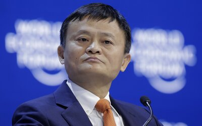 Nejbohatší Číňan se rozhodl pomoci Evropě v boji proti koronaviru. Pošle 1,8 milionů roušek a 100 tisíc souprav s testy