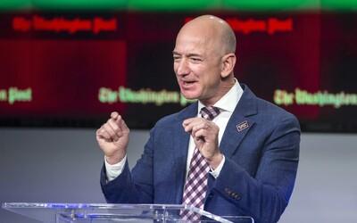 Nejbohatší muž světa Jeff Bezos žádá o příspěvky pro zaměstnance Amazonu v nouzi. Měl by jim pomoci sám, tvrdí kritici