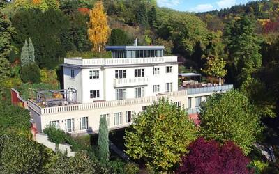 Nejdražší vilu v Česku si můžete pořídit za více než 400 milionů korun. Má 5 pater a nabízí úchvatný výhled na Prahu