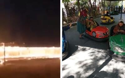 Nejdříve si užili jízdu na kolotočích, potom je srovnali se zemí. Tálibové spálili zábavní park