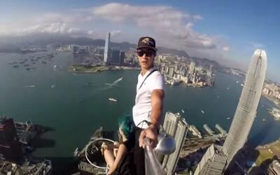 Nejhrozivější selfie záběr vůbec? Čínští teenageři vystoupali na 346 metrů vysoký mrakodrap