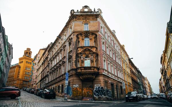 Nejlevnější a nejdražší lokality na nákup bytu v Praze u metra. Speciální mapa ukazuje ceny i jejich vývoj