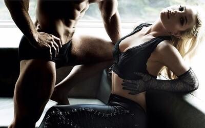 Nejnovější lechtivé fotografie vracejí Britney Spears opět do centra pozornosti. Popová princezna na nich pózuje po boku vypracovaného modela