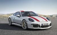 Nejočekávanější Porsche současnosti je realitou! Má atmosferických 500 koní, zadní pohon a manuál