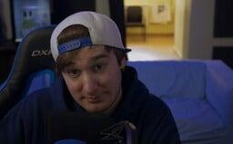 Nejsem lačný po každé koruně, říká půlmilionový youtuber Petangames. Introvertnímu baviči pomohl ke slávě alkohol (Rozhovor)