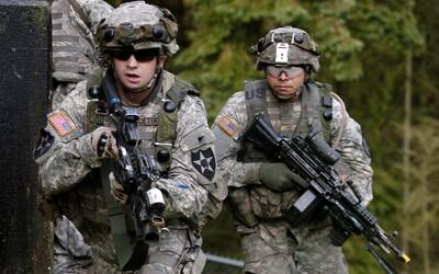 Největším výrobcem zbraní jsou Spojené státy americké, které zásobují až 57 % trhu