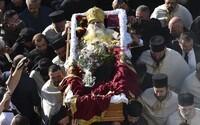 Nejvyšší duchovní srbské pravoslavné církve zabil Covid-19. Jeden nenosil roušku, druhý se nakazil na jeho pohřbu