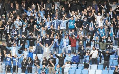 Někteří fanoušci Slovanu oslavovali titul po svém: Pobili se mezi sebou a protestovali proti hráčům