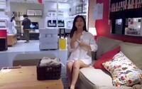 Nemasturbujte v našich obchodoch, upozorňuje IKEA. Žena v Číne sa uspokojovala na kameru priamo v obchodnom dome