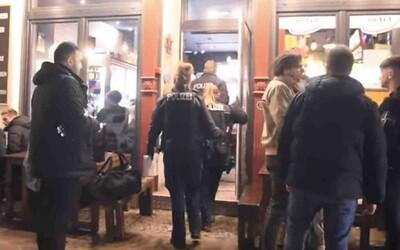 Nemci organizujú hromadné korona-párty, polícia si nevie rady. Hrozí zákazom vychádzania