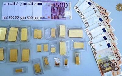 Němec našel kufřík plný bankovek a zlata, ale hned ho odnesl na policii. Z více než 33 tisíc eur dostane i svůj podíl