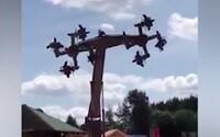 Německý zábavní park zakázal atrakci Orlí let, připomínala hákové kříže