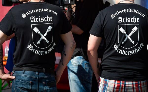 Němečtí extremisté plánovali útoky na mešity. Zbraně si chtěli obstarat u českých radikálů