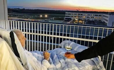 Nemocnice porušila pravidla, aby umírajícímu dědečkovi dopřála poslední cigaretu a sklenici vína. Západ slunce dodal loučení emotivní atmosféru
