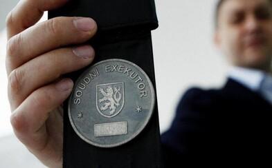Nemocnice Motol zažalovala čtyřleté dítě, po 6 letech na něj přišel exekutor