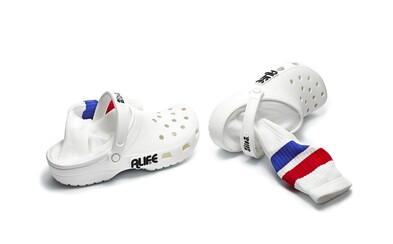 Nenávidené krokodílky prichádzajú so zabudovanými ponožkami či s 3D figúrkami. Neestetická kolaborácia Crocs x Alife posúva hranice nevkusu