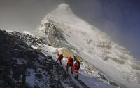 Nepál nechá odpadky z Everestu přeměnit v umění. Bude symbolizovat obrovské znečišťování hory