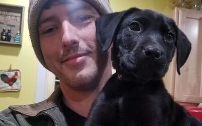 Nepočujúci muž si adoptoval nepočujúceho psíka a naučil ho posunkovú reč