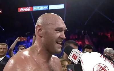 Neporazený šampión Tyson Fury naložil nemeckému súperovi TKO, potom si zaspieval