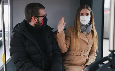 Nerozprávajte sa, netelefonujte, noste respirátory. Bratislavský dopravný podnik radí, ako bezpečne cestovať MHD
