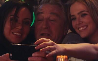 Neslušný Robert De Niro posúva v necenzurovanom traileri hranice oplzlosti na vyšší level