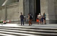 Nesnáší selfie tyče, tak je začal lidem v newyorských ulicích přestřihávat. Někteří ho kvůli tomu nesnášejí, jiní jeho činy schvalují