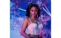 Nestydatá Rihanna svádí ve spodním prádle z nové kolekce
