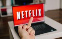 Netflix čelí kritike. Reklamy pri sledovaní seriálov sú podľa divákov otravné