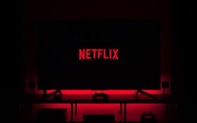 Netflix vyhodil transsexuálnu zamestnankyňu, ktorá viedla štrajk proti komikovi Davovi Chappellovi. Údajne urážal LGBTI komunitu