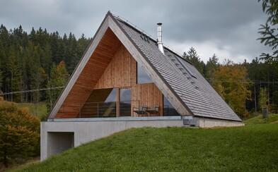 Netradične tradičná chalupa v idylickej horskej krajine českých Beskýd
