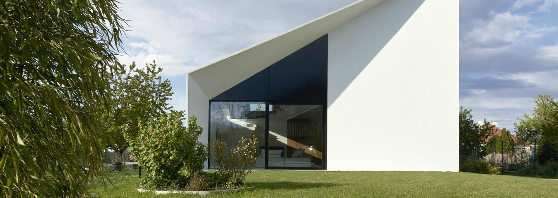 Netradičné tvary a prvotriedne materiály sú základom úžasného bývania vzdialeného len pár minút od hlavného mesta
