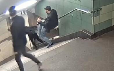 Nevinnú ženu skopol zo schodov, spoluväzni ho za to brutálne dobili. Dozvedeli sa, čo urobil a pripravili si preňho pomstu aj za jeho obeť