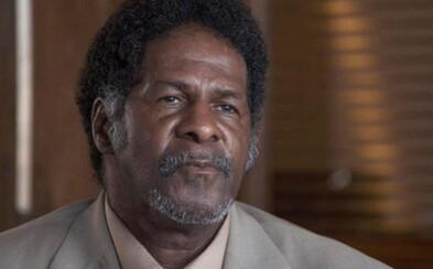 Nevinný muž vyšiel po 31 rokoch na slobodu vďaka testu DNA a ako kompenzáciu mu ponúkli 75 dolárov. Ľudia sa za Lawrenca rozhodli zabojovať