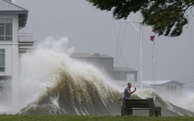 New Orleans je bez elektriny, rozsiahle územia zrejme budú zaplavené