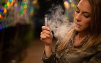 New York zakázal predaj ochutených náplní do e-cigariet, obchodníci sa búria