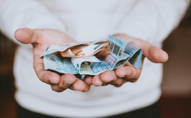 Nezaměstnaný čtyřicátník chce vysoudit peníze od svých rodičů: Prý jsou zodpovědní za to, že se neosamostatnil