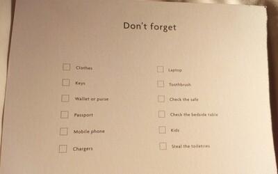 Nezapomeň děti či ukrást mýdla a šampony z koupelny. Hotel si vtipným upozorněním dělá legraci z hostů