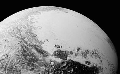 Neznámy svet sa opäť odkrýva. NASA ukazuje nové fotografie Pluta v plnej paráde