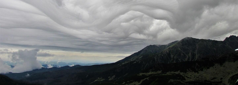 Nezvyčajný úkaz nad Tatrami. Muž odfotil oblaky, ktoré sú veľmi vzácne
