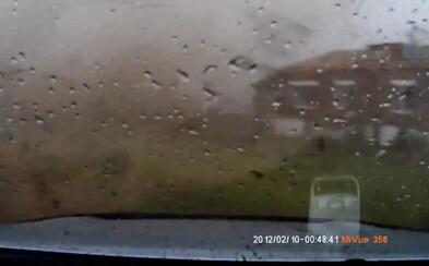 Ničivé tornádo v Rusku zachytené priamo z jeho vnútra, po pár sekundách všetko zdevastované