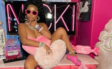 Nicki Minaj svojím postom na Instagrame pobláznila fanúšikov. Vďaka jej postu skúpili všetky ružové crocsy