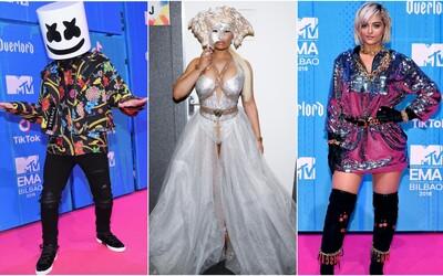 Nicki Minaj v masce medúzy od Versace či barevná Dua Lipa. Jaké róby předvedly celebrity na MTV EMA 2018?