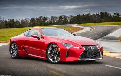 Nie, toto nie je koncept, ale sériový Lexus LC 500 s 5-litrovou V8-čkou pod krásnymi plechmi!