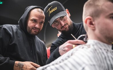 Niektorí slovenskí barberi tajne strihajú zákazníkov aj napriek zákazu. Ako sa holičstvá vyrovnávajú s korona krízou?